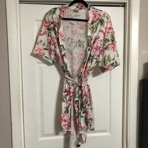 NWT Brie Robe - White/Pink Floral